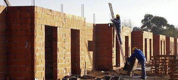 En agosto volvió a caer fuerte el empleo formal en la construcción