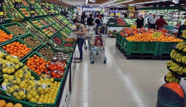 Supermercados: el consumo de frutas y verduras disminuyó un 29,7%