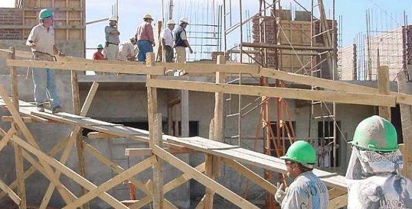 El empleo formal en la construcción retrocedió casi un 45% en agosto