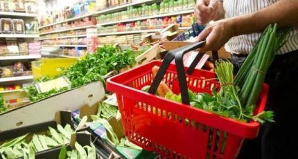En el lapso de un año el consumo de frutas y verduras bajó casi un 10% en términos reales